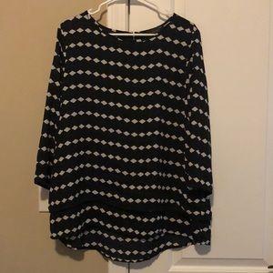 Lightweight quarter sleeve blouse